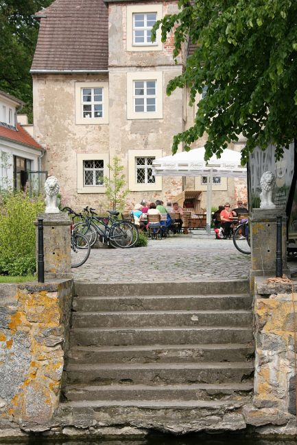 Znalezione obrazy dla zapytania mellenthin niemcy zamek nawodzie